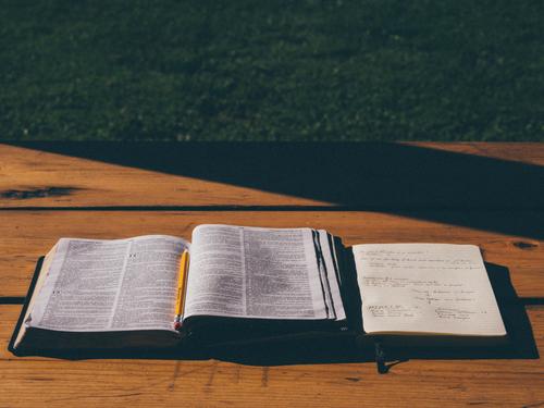Biblia Abierta Fondos Gratis