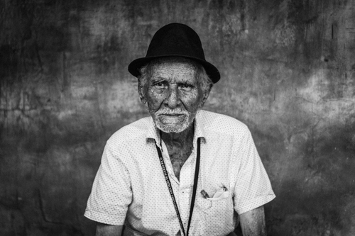 Old man with hat | Free backgrounds