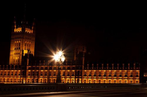 Camere del parlamento a notte foto di dominio pubblico for Camere parlamento