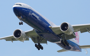 Boeing 777 take off close up
