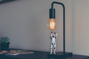 Lamp with astrounaut