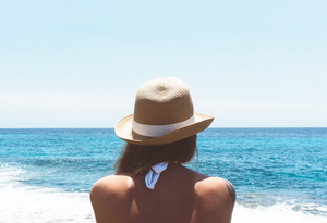 Girl with hat on the beach