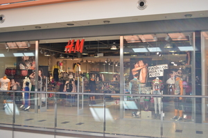 H & M storefront