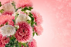 Floral arrangement in pink and white